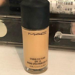 Mac Foundation shade NW20